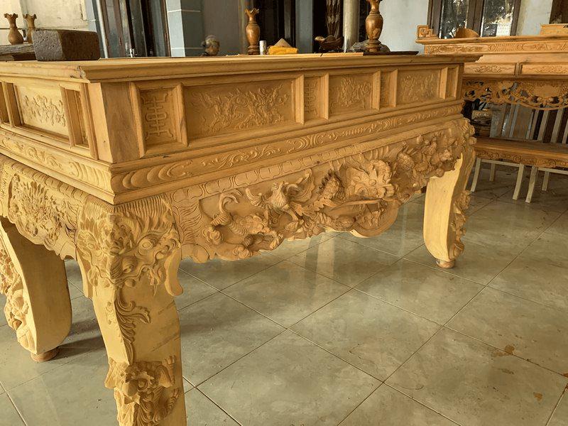 Bàn thờ gỗ Mít còn rất dễ chạm khắc, đục đẽo