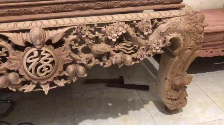 Bàn thờ chạm khắc chân quỳ họa tiết Mai Điểu