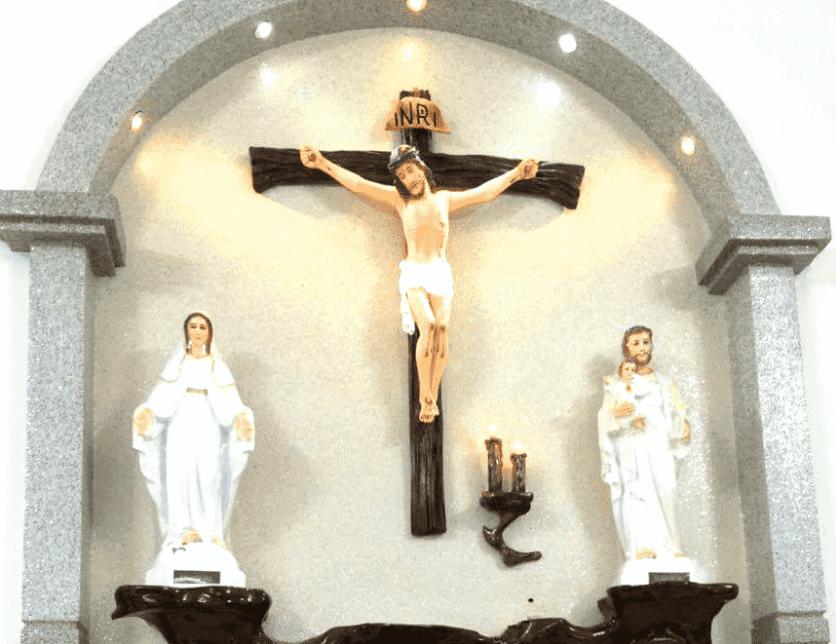 Bàn thờ dùng để thờ Đức Chúa
