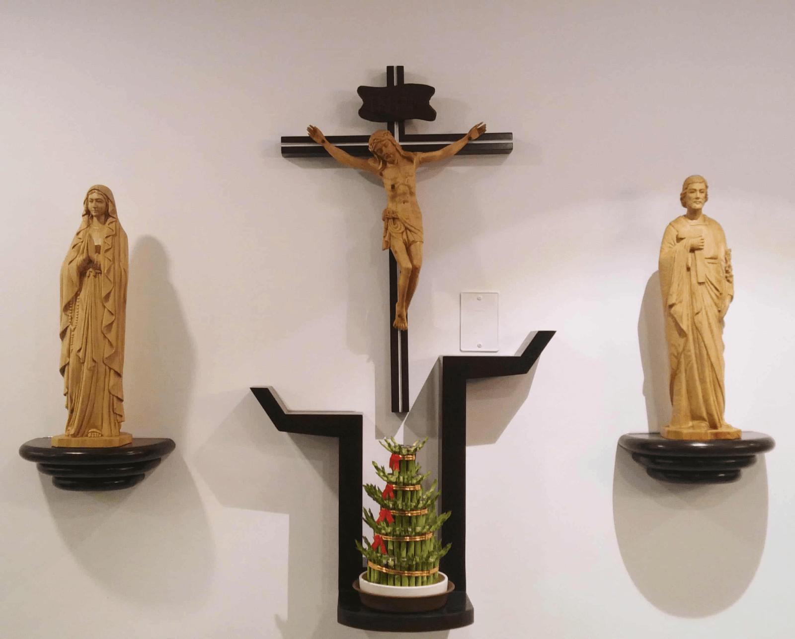 Bàn thờ được đặt ở phòng khách