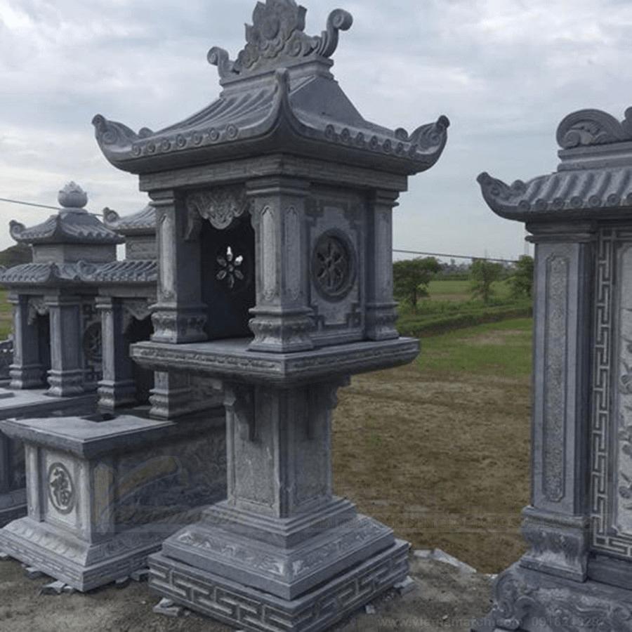 Bàn thờ được làm từ đá