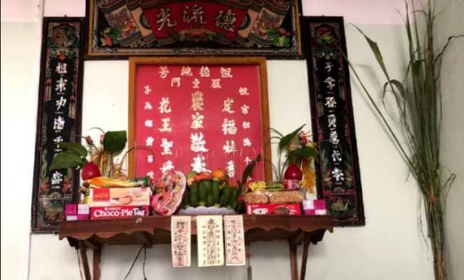 Bàn thờ người hoa khác người Việt như thế nào