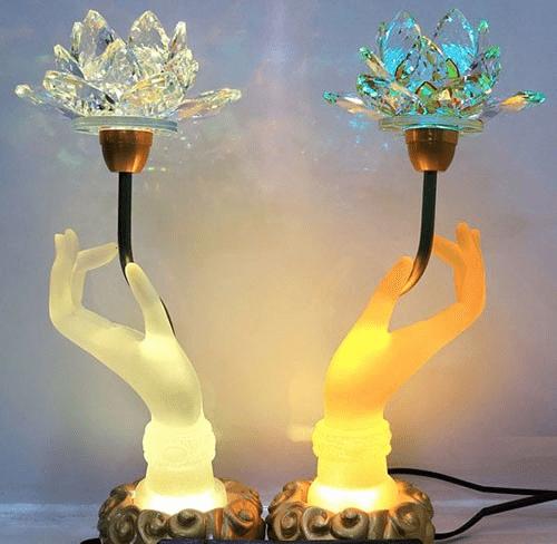 Đèn led khi trưng bày trên bàn thờ sẽ tạo không gian ấm cúng và gần gũi