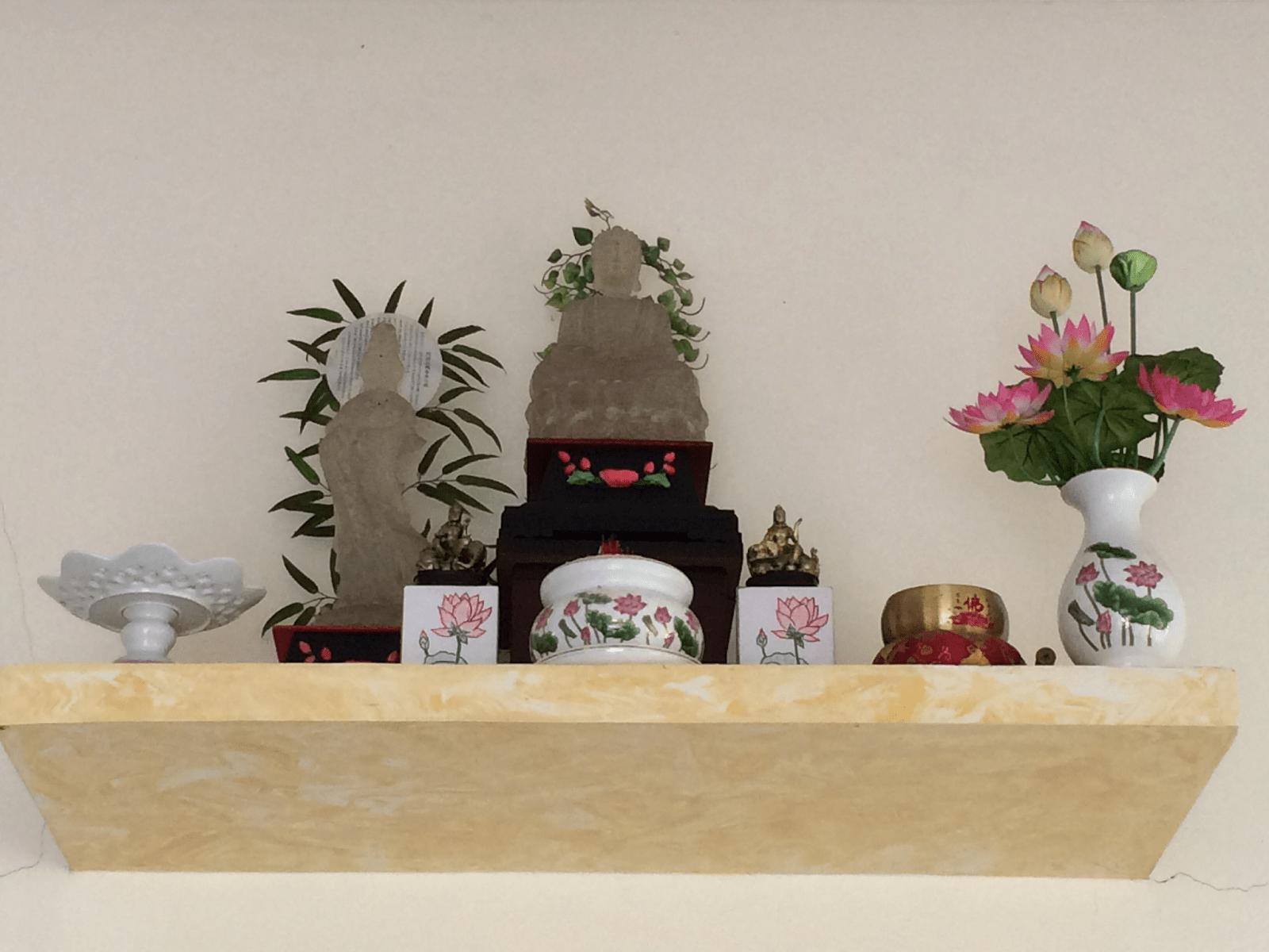 Đặt bàn thờ Phật Bà ở nơi cao ráo, thanh tịnh