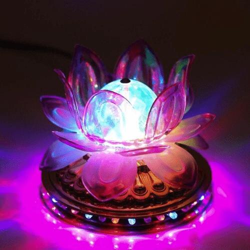 Đèn led đổi màu giúp không gian bàn thờ nổi bật