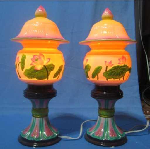 Đèn thờ điện được làm từ nhiều chất liệu khác nhau