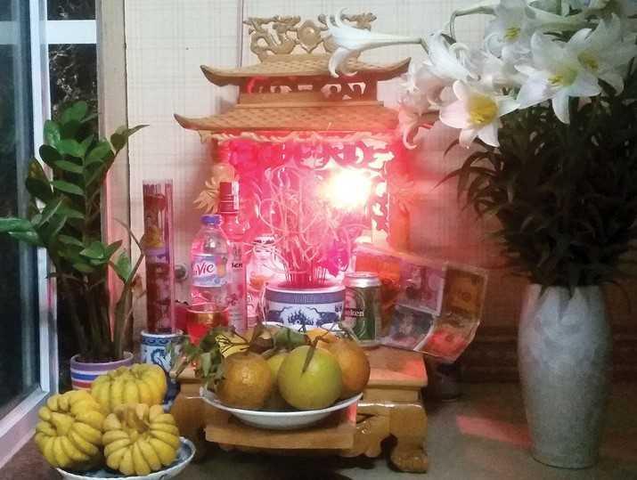 Gia chủ cần chọn ngày kỹ khi mua bàn thờ Thần Tài