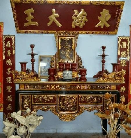 Mẫu bàn thờ được nhiều gia đình ưa chuộng hiện nay