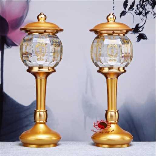 Nên bày trí 2 cây đèn thờ điện trên bàn thờ