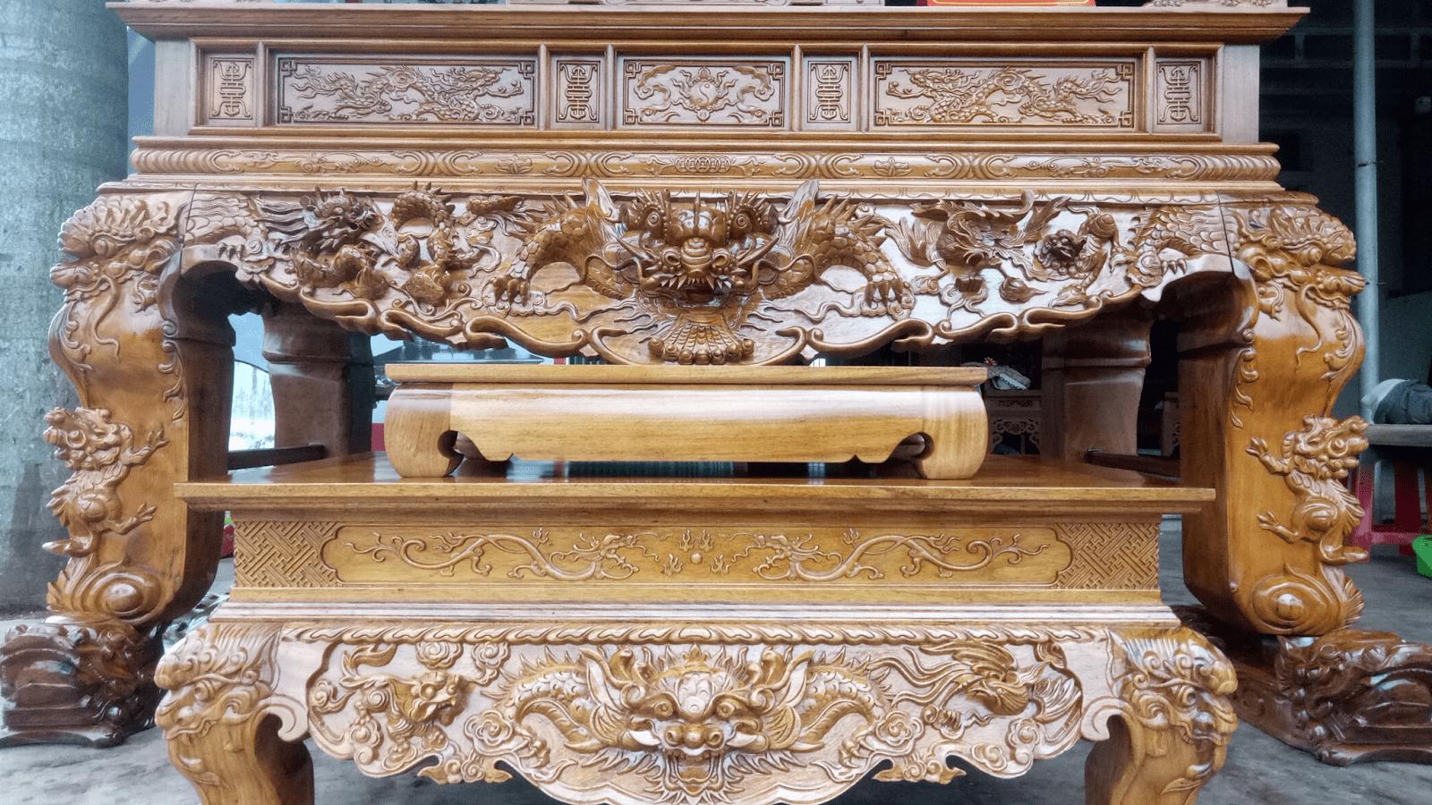 Sập thờ chạm khắc Tứ Linh đại diện cho sự uy nghi