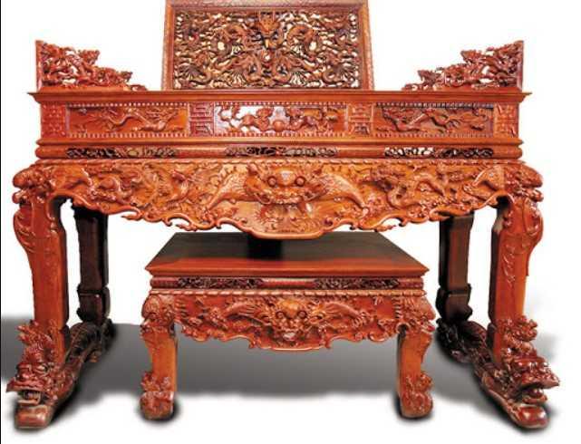 Sập thờ gỗ Hương có giá thánh xứng đáng với chất lượng