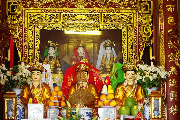 Tìm hiểu ban thờ Mẫu trong chùa
