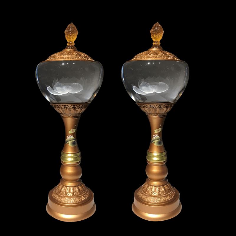 Vẻ đẹp tinh tế của chiếc đèn thờ từ pha lê