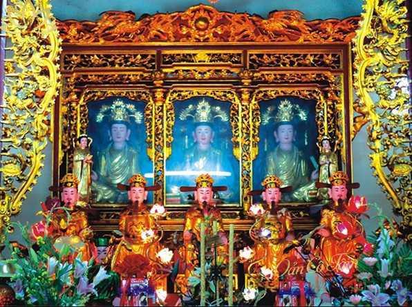 Ban thờ mẫu trong chùa là gì