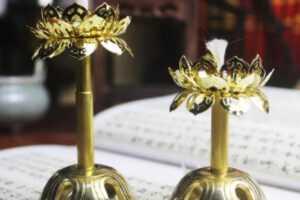 Đèn thờ hoa Sen