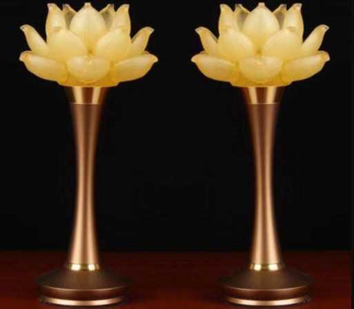 Đèn thờ hoa sen rất tốt cho phong thủy