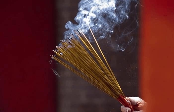Thắp hương mà hương bị gãy có sao không