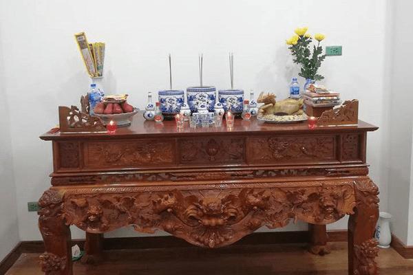 Thay bát hương mới là điều cần thiết khi mua bàn thờ
