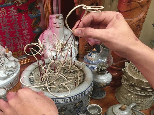 Bốc bát hương là nghi lễ quan trọng