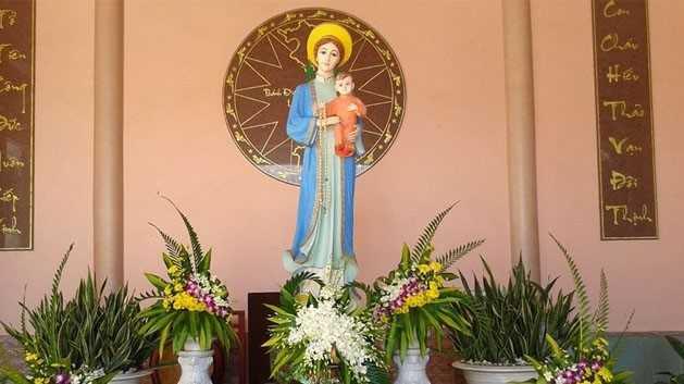 Cắm hoa bàn thờ chúa