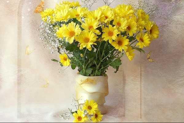 Cắm hoa cúc vàng trên bàn thờ dạng tỏa đều