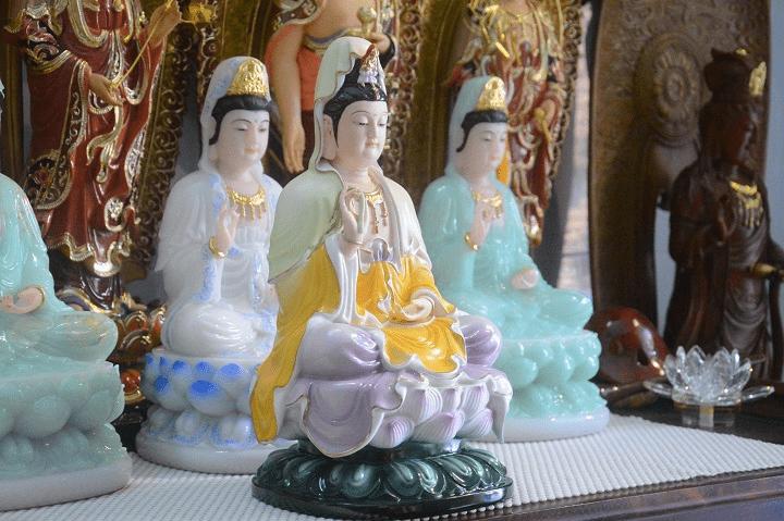 Nên thờ Phật Quan Âm đứng hay ngồi