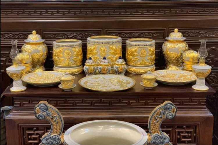 Có nên cho vàng vào bát hương không đang là thắc mắc của nhiều gia chủ
