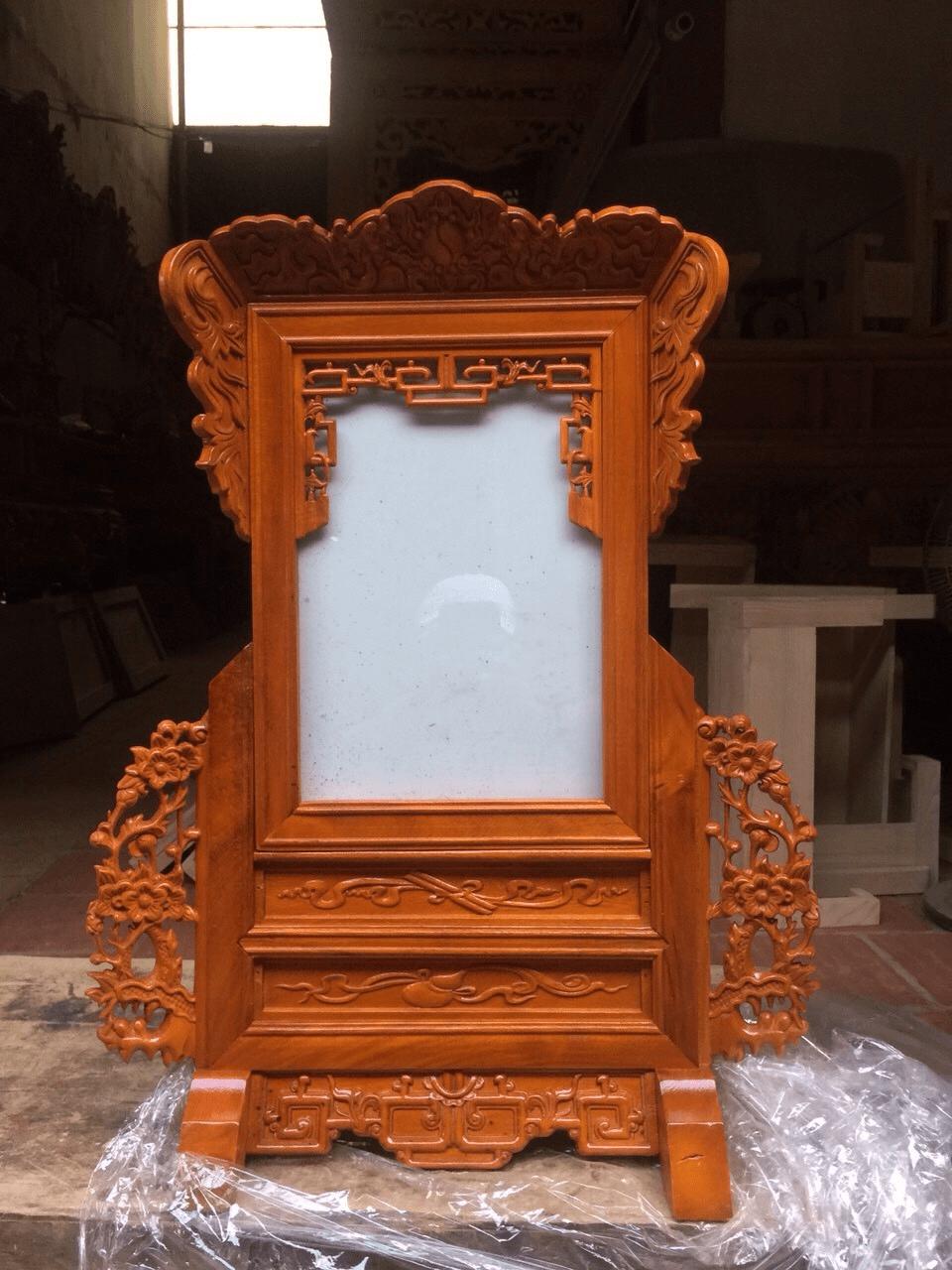 Khung ảnh thờ bằng gỗ mít chạm khắc hoa văn tinh tế