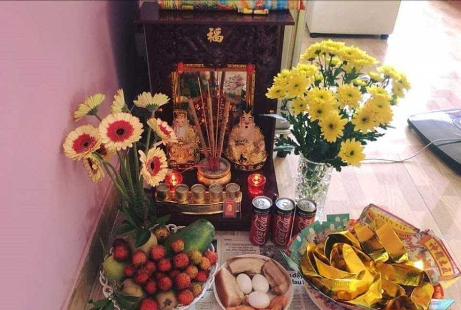 Mâm cúng bàn thờ Ông Địa, Thần Tài ngày rằm tháng 7